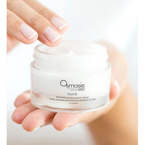 ⠀ Живильний крем для обличчя та шиї Enrich Smoothing Face&Neck Cream ✨ ⠀ Крем ідеально підходить для зрілої, сухої та чутливої шкіри. Сприяє регенерації клітин, зменшує почервоніння та запалення 😍 ⠀ Основні інгредієнти: Масло з насіння малини: живить, стимулює регенерацію клітин, сприяє загоєнню та зменшує почервоніння шкіри Масло ши: зволожує та зберігає еластичність, допомагає захистити від шкідливого впливу сонця, одночасно відновлюючи клітинну регенерацію  ⠀ Основні переваги: Відновлює ліпідний бар'єр Мінімізує появу зморшок Підсилює зволоження Зменшує трансепідермальну втрату води💧 ⠀ Типи шкіри: чутлива, суха, зріла шкіра Застосування: після сироватки нанести невелику кількість крему та втерти в шкіру масажними рухами 🙌🏻 ⠀ Вартість: 85$, 30 ml ________________________ Чекаємо на тебе в нашому просторі Краси за адресою: вул.Іоанна Павла II, дім 11 📍