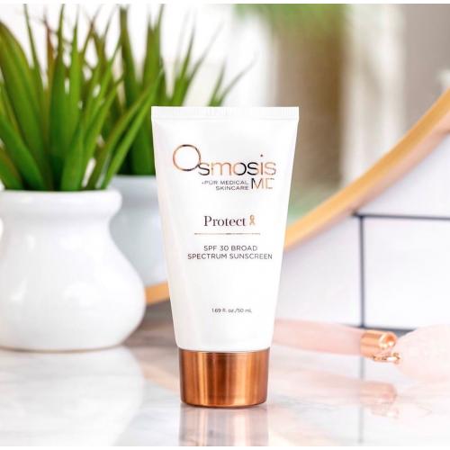 Надлишок ультрафіолетового проміння руйнує клітини шкіри, викликаючи пігментацію, нерівномірну текстуру, зморшки і навіть рак шкіри 🔥  ⠀ Захистіть свою шкіру за допомогою сонцезахисного крему Protect 30 SPF на основі оксиду цинку, який забезпечує прозоре, довготривале покриття та широкий спектр дії 💛 ⠀ Вартість: 40 $, 50 ml